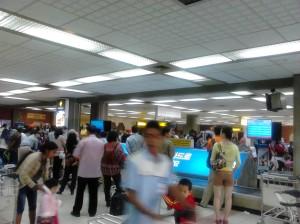 Ngurah Rai's Domestic Bagage Claim Crowded! | Doc: Fazword
