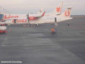 Petugas Kebersihan Juanda Airport :) | Doc: Fazword