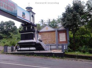 Gapura Kabupaten Garut | | Doc: Fazword