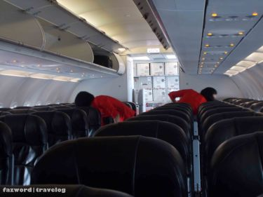 AirAsia Crew Clearing Up the Cabin | Doc: Fazword