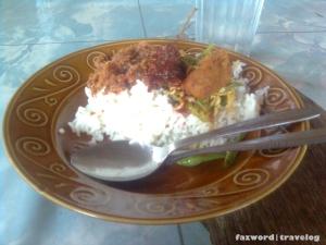 Nasi Warung Murah Praya di Kuta| Foto: Fazword