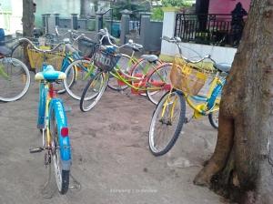 Sepeda untuk keliling Pulau Tidung | Photo: fazword