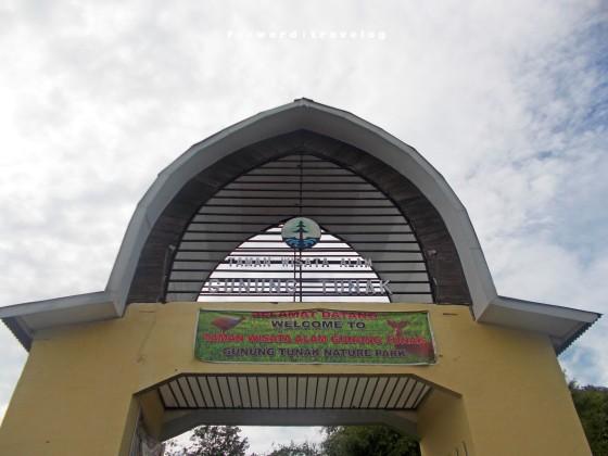 Gerbang Utama TWA Gunung Tunak | fazword