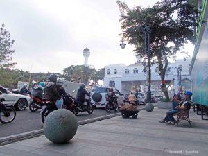 Nongkrong Asik Jalan Asia Afrika | photo: fazword