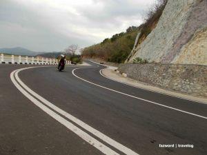 Tikungan Potogenik dalam Perjalanan ke Pelabuhan Tawun | photo: fazword