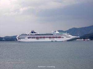 Cruise / Kapal Pesiar di Pelabuhan Lembar   photo: fazword